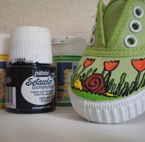 Zapatillas pintadas. A Design&Illustration project by Marta Rexachs         - 13.10.2012