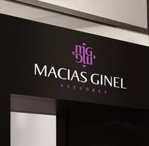 Diseño de logotipo para un despacho de abogados y asesoría ubicado en Granada.  Nuestro cliente buscaba una nueva imagen para su empresa aprovechando un cambio de local.. Um projeto de Br e ing e Identidade de Alejandro Prieto Jaime - 10-04-2012