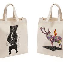 Diseño de bolsos para la colección Be Wild de la marca El dios de los tres. A Illustration, Br, ing, Identit, and Graphic Design project by Javier Navarro Romero         - 14.09.2015