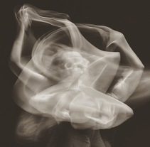 Bailando con el Universo - Fotografías de danza de larga exposición. A Photograph project by Tania Navas - Gala  - 03-01-2016