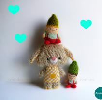 Hans, dulce demonio amarillo :). Un proyecto de Diseño de personajes y Diseño de juguetes de Ana  - 08-03-2016