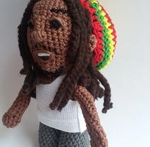 Bob Marley tejido (amigurumi). Un proyecto de Artesanía y Diseño de juguetes de Andrea Anaya - 11-05-2016