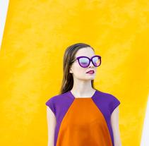 VISIONA  colección de autor, inspirada en el Pop Art de los interiores de Verner Panton, utilizando  los colores vivos y formas geométricas puras con las cuales creaba sus interiores.. Un proyecto de Moda de Gabriel Perez Alonso         - 30.01.2016
