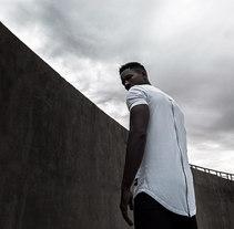 Destroy. Um projeto de Publicidade, Fotografia, Direção de arte, Cinema e Retoque digital de Mikeila Borgia         - 15.04.2018