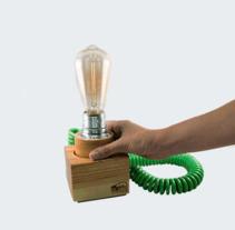 Clamp, luz y madera. Um projeto de Web design e Desenvolvimento Web de CREATIAS | diseño y comunicación         - 26.02.2018